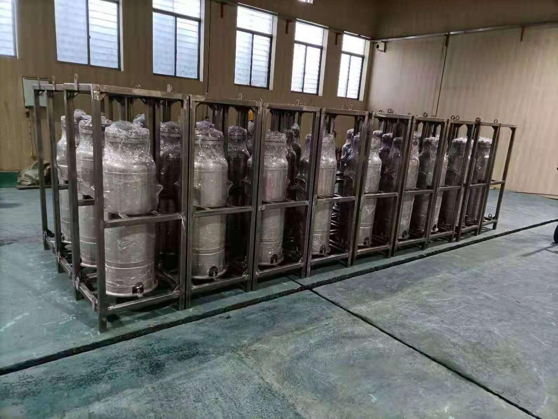 给甘肃某航天企业制造的钛合金贮罐胜利发货!